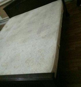 Кровать двуспальная с матрасом из чистого дерева