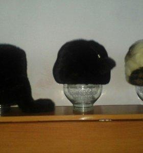зимние шапки, шапка-ушанка, а остальные норковые.