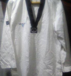 кимоно для тхэквондо,  и экипировку для каратэ