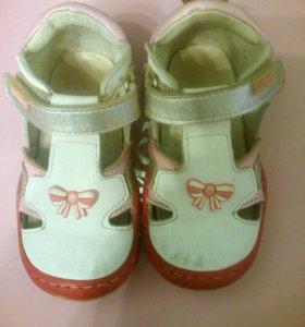 Туфли для девочки р.23