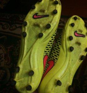 Спортивная обувь для футбола(бутсы)