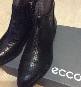 Ботинки женские ЕССО на 40 размер