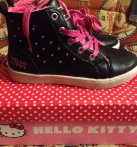 Новые утеплённые ботинки на 30-31р,с Китти