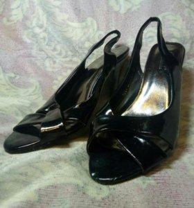 Туфли,босоножки.