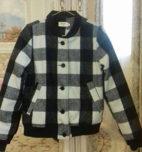 Новая стильная куртка размер S!