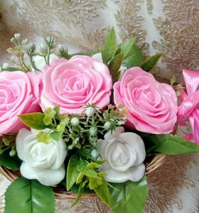 Корзина с розами из мыла