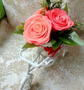 Велосипед с розами из мыла