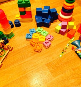 Кубики,пирамидка,стаканчики,сортер,