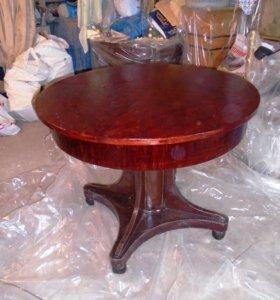 Старинный стол