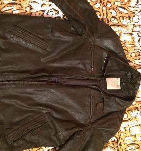Кожаная куртка,практически новая,стала большая