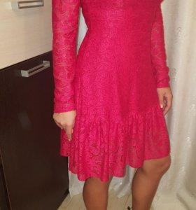 Женское красное кружевное платье