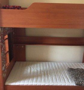 Кровать двухъярусная с матрасами