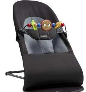 Новое кресло-шезлонг Babybjorn c игрушкой