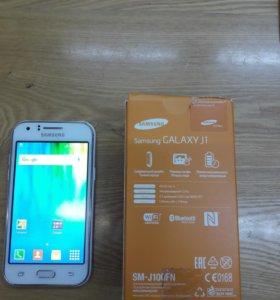Смартфон самсунг Galaxy J1