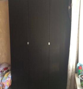 Шкаф в хорошем состоянии 236*150 (глубина 60)