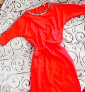 красное платье )