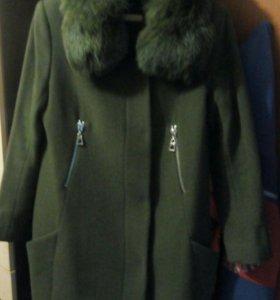 Пальто демисезонное.