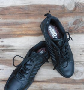 Кроссовки новые черные Bona