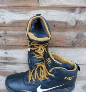 кроссовки зимние Nike б\у
