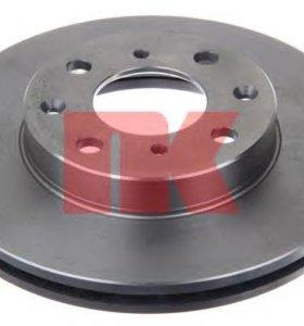 09.5285.10 передние тормозные диски и колодки