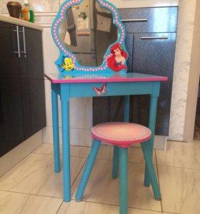 Комплект стол с табуреткой для девочки.