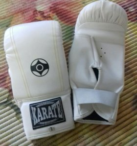 Перчатки боксерские karate
