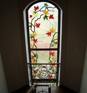 Художественный витраж на окнах