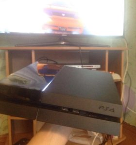 Продам Playstation 4 (ps4)