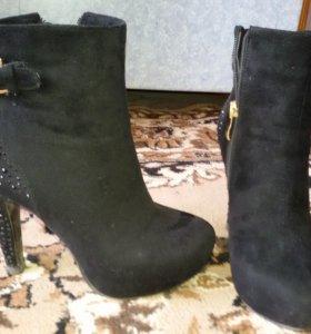 Продам замшевые ботинки на каблуке