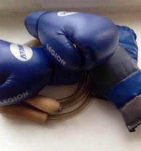 Боксёрские перчатки,шлем,скакалка,бинты(чёрные)