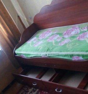 Односпальная кровать с ящиками для белья