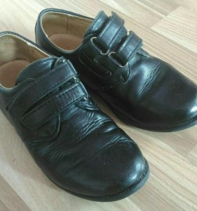 Туфли в школу.