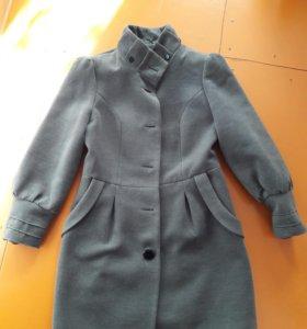 демисезонное пальто 44-46