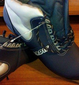 Новые лыжные ботинки р.46