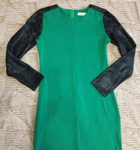 Платье с кожаными руковами