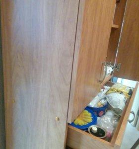 Шкаф вместительный и не громоздкий