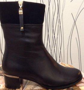 Женские новые осенние ботинки