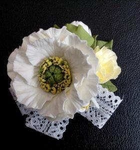 Бутоньерка ручной работы из полимерной глины