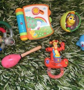 Развивающие игрушки tiny love и тд