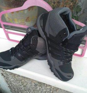 Кроссовки adidas.новые, зима.