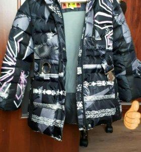 Продаю зимнюю куртку для девочки