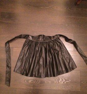 Чёрная юбка из кожзама