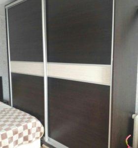Встроеный шкаф и кровать