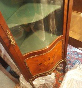 Старинная витрина