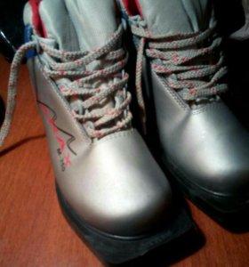 Лыжные ботинки 36-37р.
