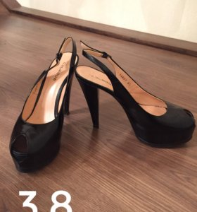 Женские туфли и босоножки (несколько пар)