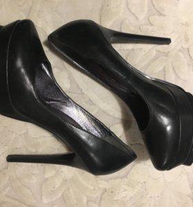 Туфли на очень высоком каблуке