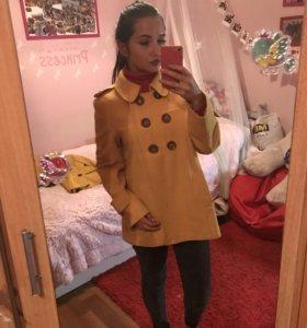Пальто жёлтое