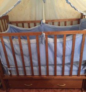 Кроватка детская очень в хорошем состоянии