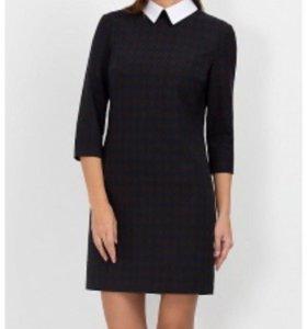 Чёрное платье с белым воротником